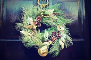 Sheds Direct Christmas Shed Decor Wreath with Pinecones and Gold